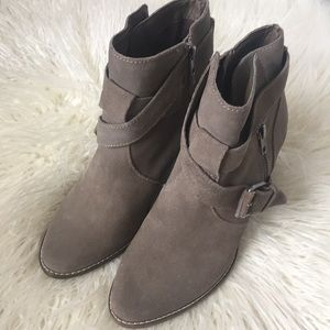 Dolce Vita suede heeled bootie size 8